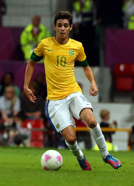 PSG contact Chelsea's midfielder Oscar | Get French